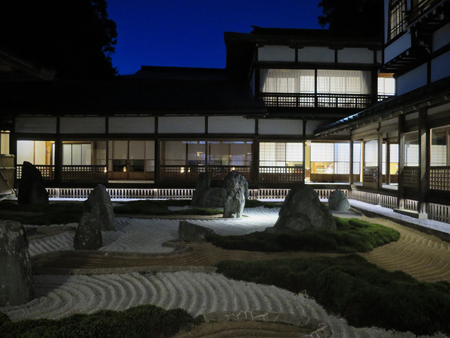 Zen garden at Fukuchiin shukubo at night