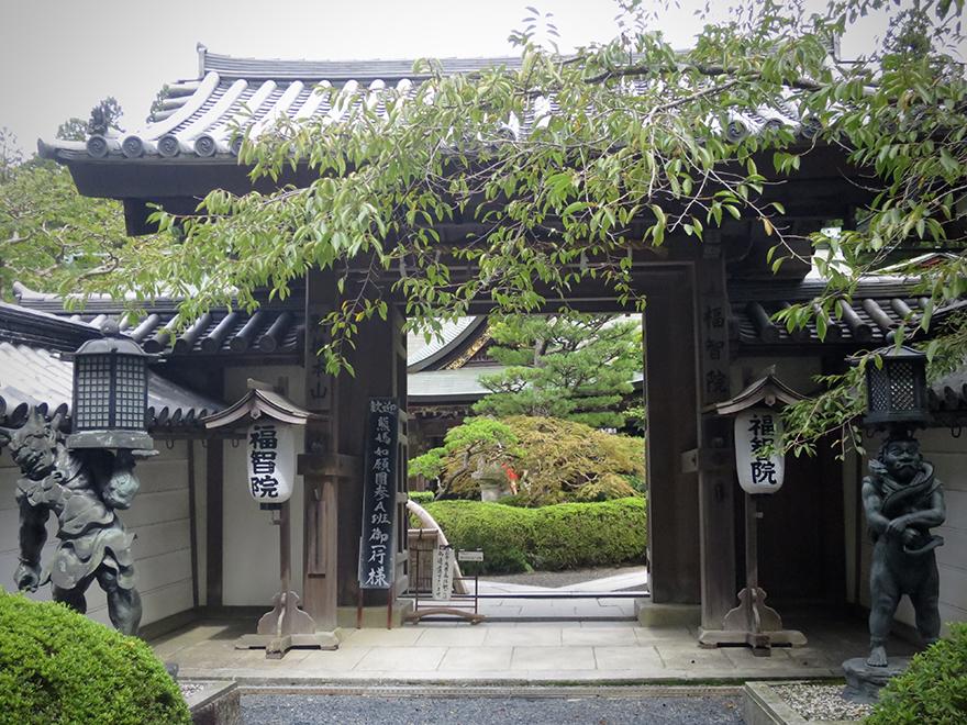 Fukuchiin monastery shukubo entrance gate