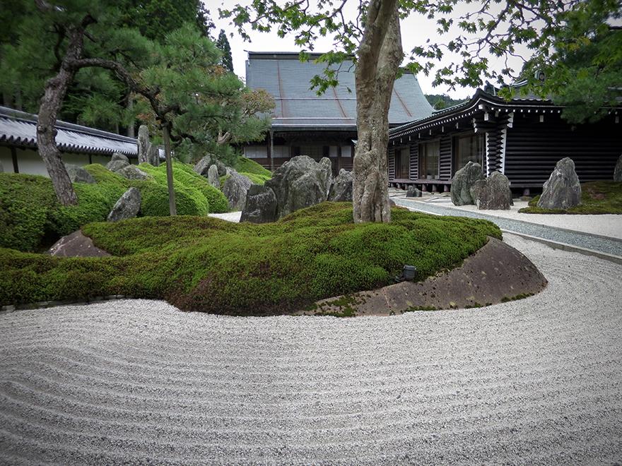 Zen garden at Fukuchiin shukubo