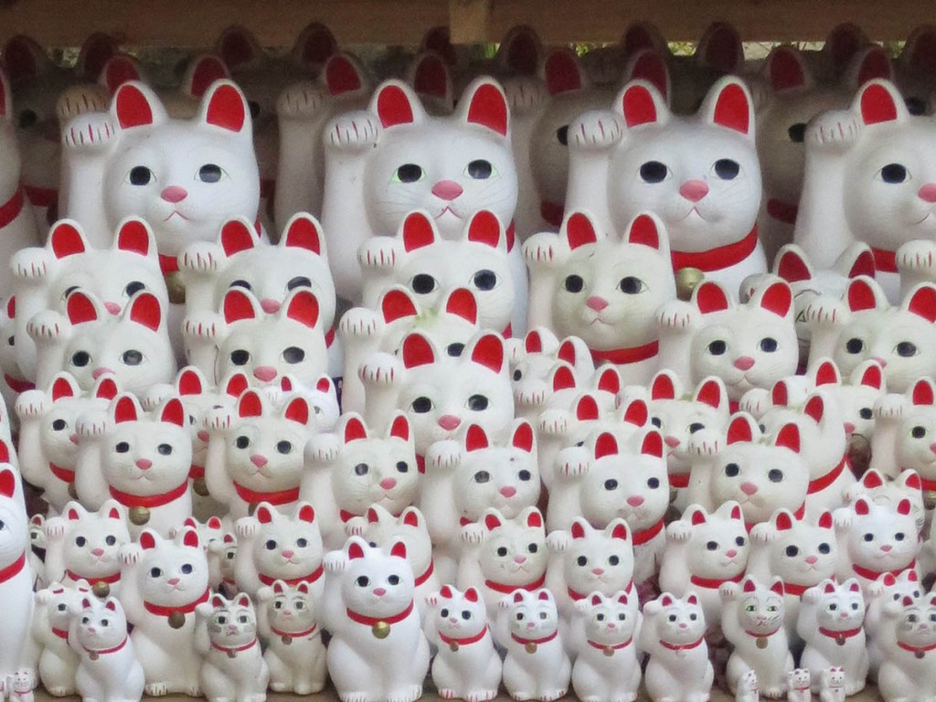 Maneki neko cat figures at Gotokuji temple