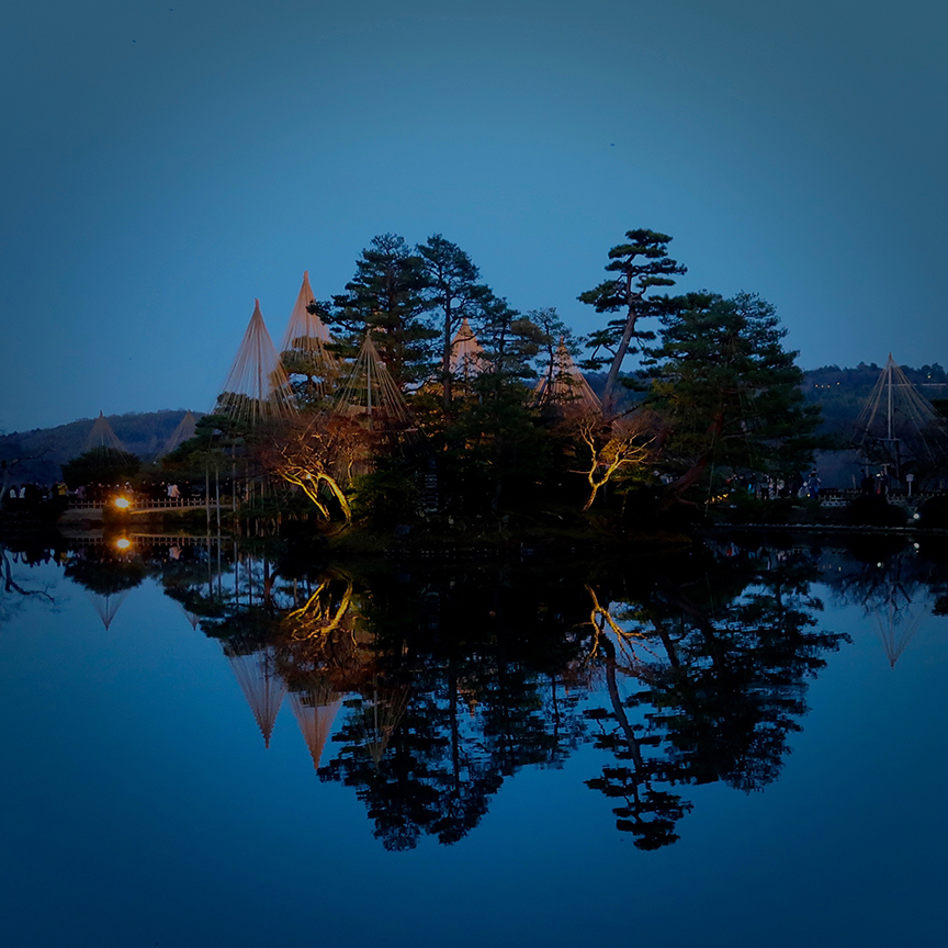 Kenroku-en garden in Kanazawa at twilight