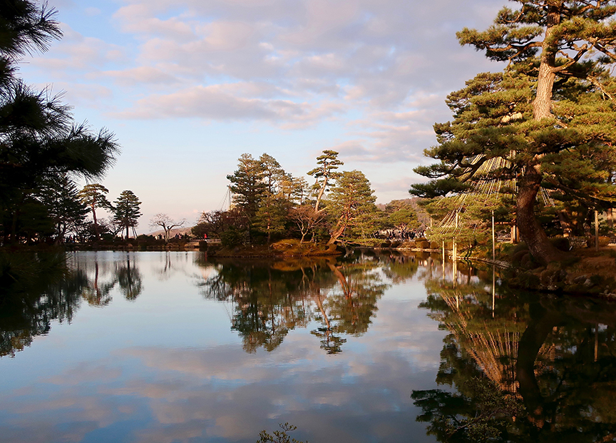 Kenroku-en garden in Kanazawa pond in late afternoon