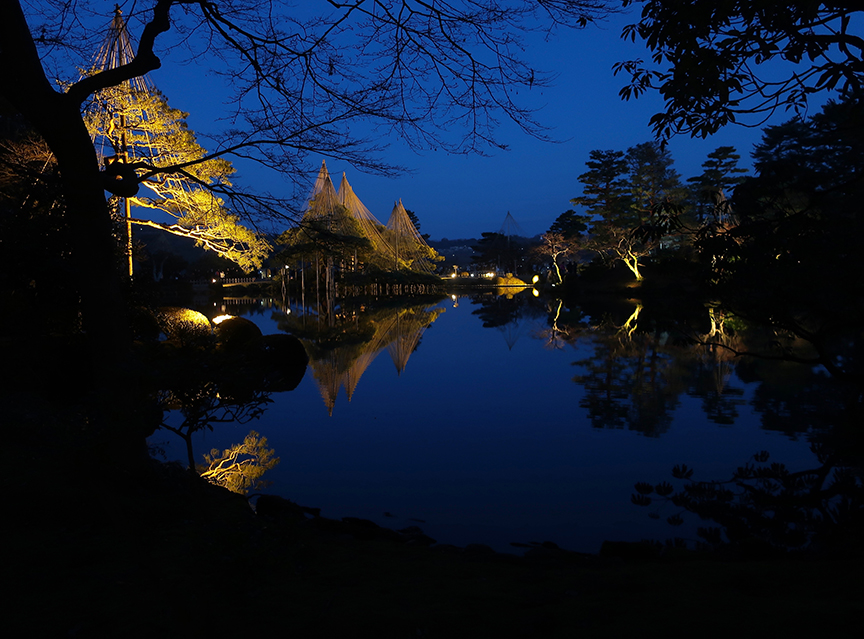 Kenroku-en garden in Kanazawa lit up at night