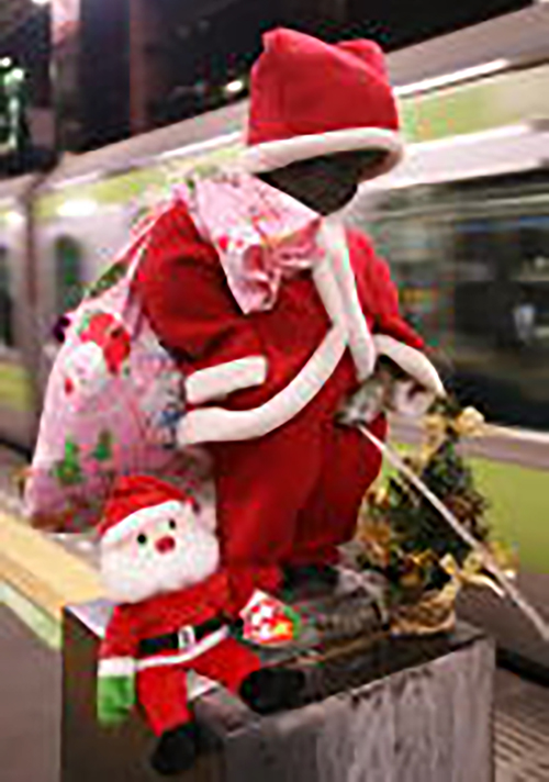 Peeing statue in Santa costume