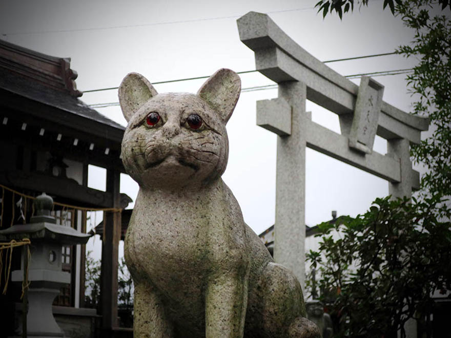 Cat figure at the lost cat shrine Tachikawa Suitengu