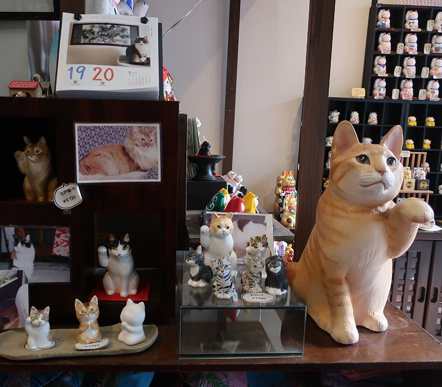 Custom painted maneki neko cat portraits at Yanaka Nekoemon
