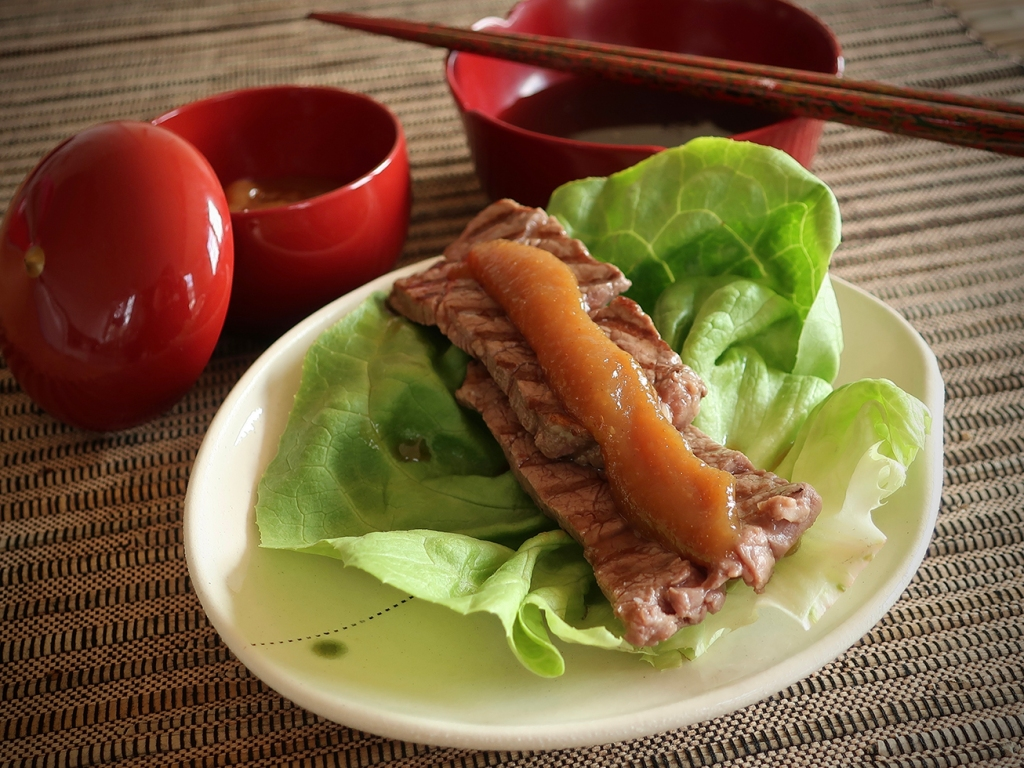 Japanese yakiniku with lettuce, miso sauce, steak and ginger-soy dipping sauce