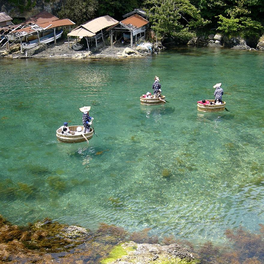 Taraibune bathtub boats on Sado Island