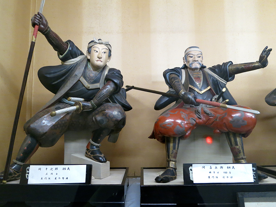 Wooden carvings of two of the 47 ronin